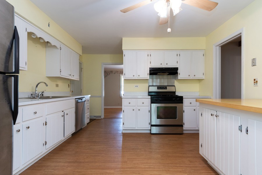 Real Estate Photography - 908 Royal St George, Naperville, IL, 60564 - Kitchen