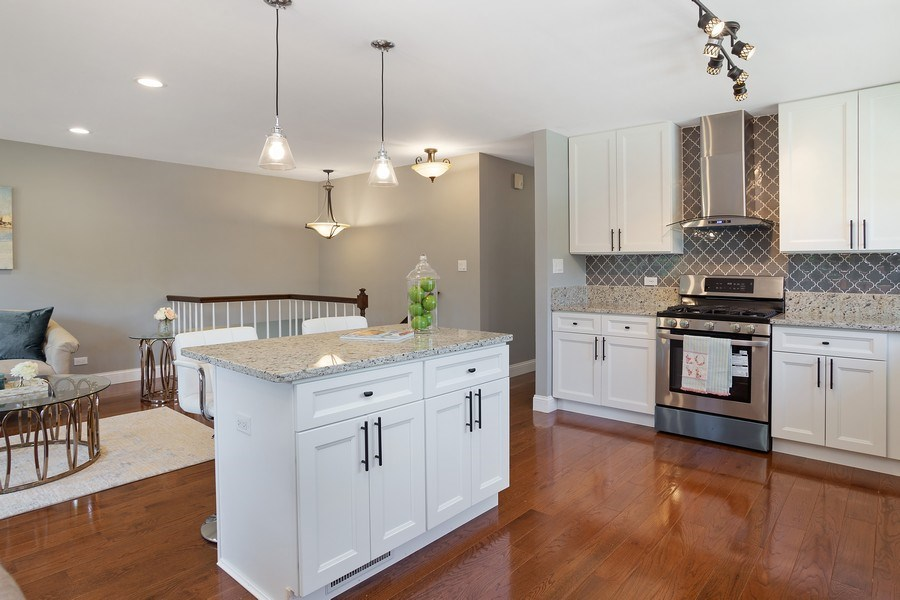 Real Estate Photography - 281 Byron Ave, Bloomingdale, IL, 60108 - Kitchen