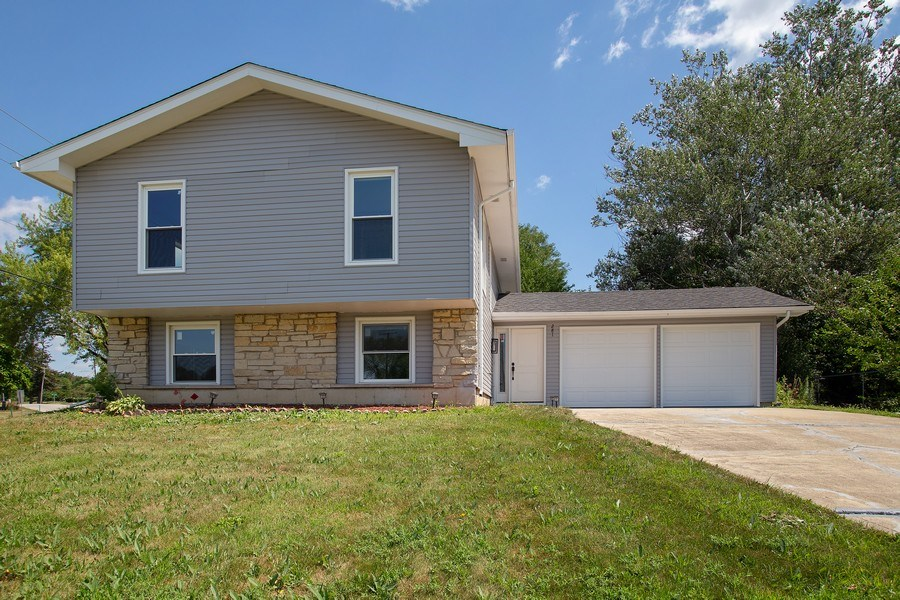 Real Estate Photography - 281 Byron Ave, Bloomingdale, IL, 60108 - Front View