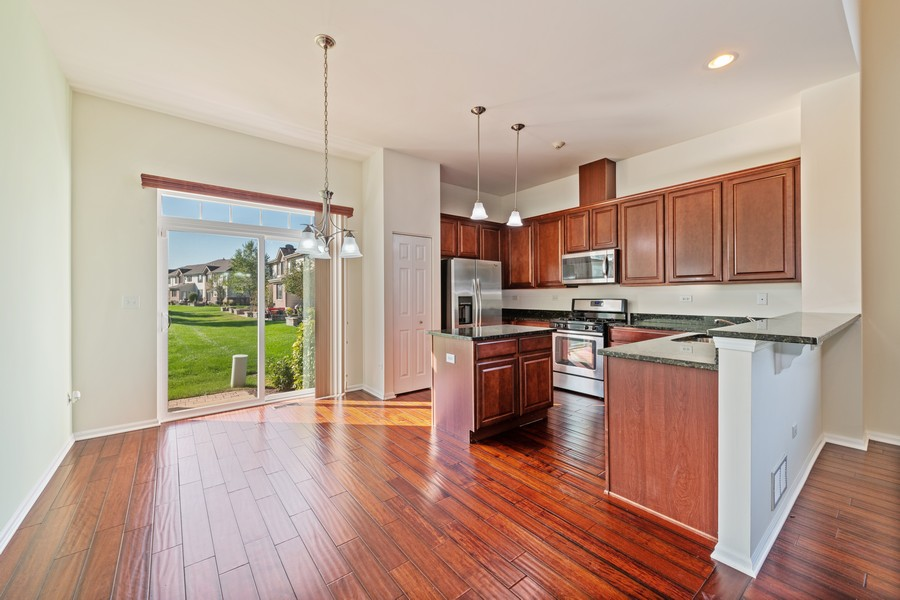Real Estate Photography - 2720 Blakely Lane, Naperville, IL, 60540 - Kitchen / Breakfast Room
