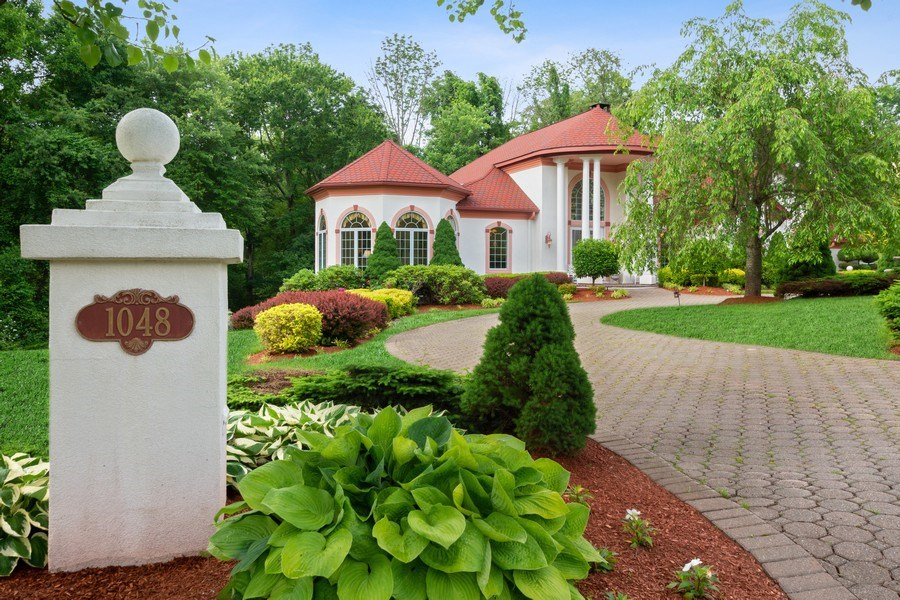 Real Estate Photography - 1048 Gambelli Dr, Yorktown Heights, NY, 10598 - Driveway