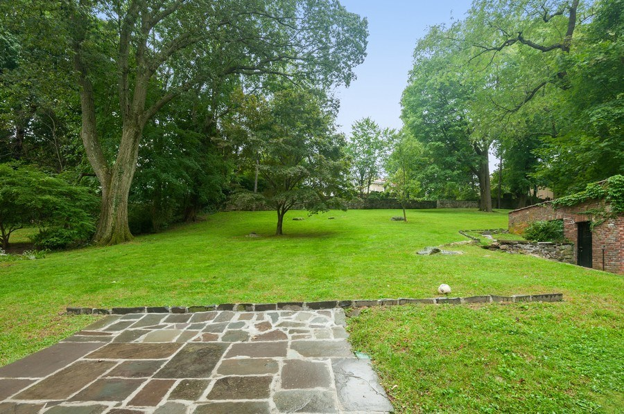 Real Estate Photography - 25 Hunter Ave, New Rochelle, NY, 10801 - Back Yard
