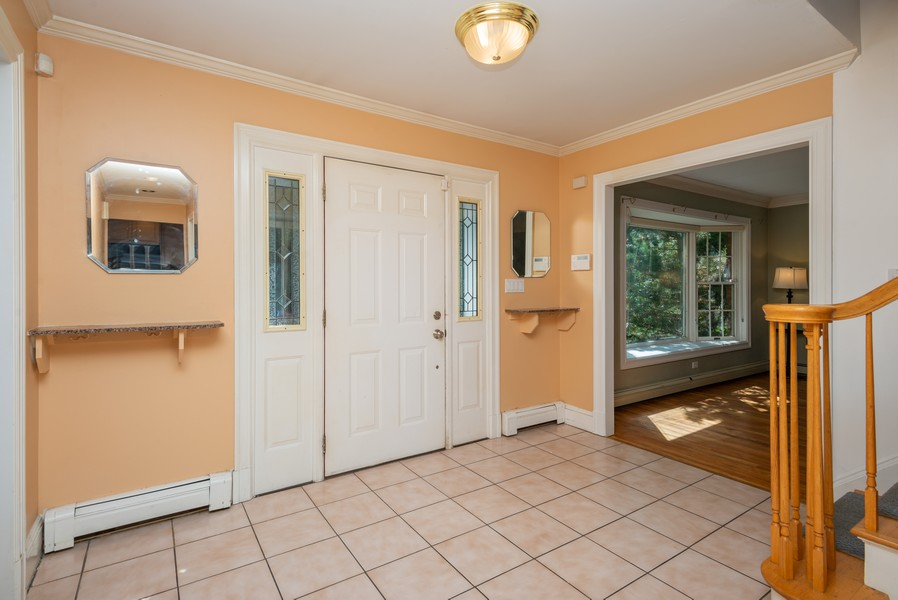 Real Estate Photography - 12 Abbey Dr, White Plains, NY, 10604 - Entryway