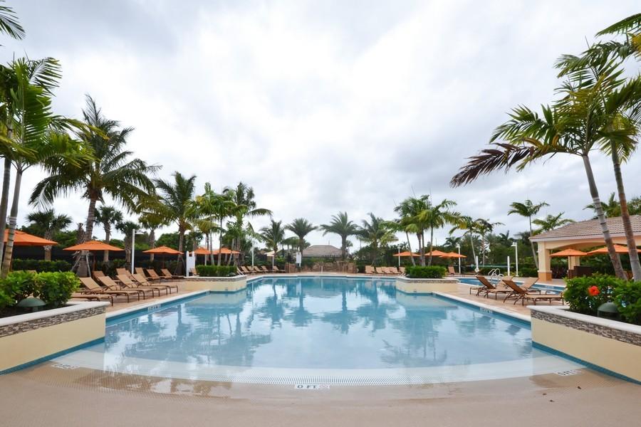 Real Estate Photography - 4252 Bocaire Blvd, Boca Raton, FL, 33487 -