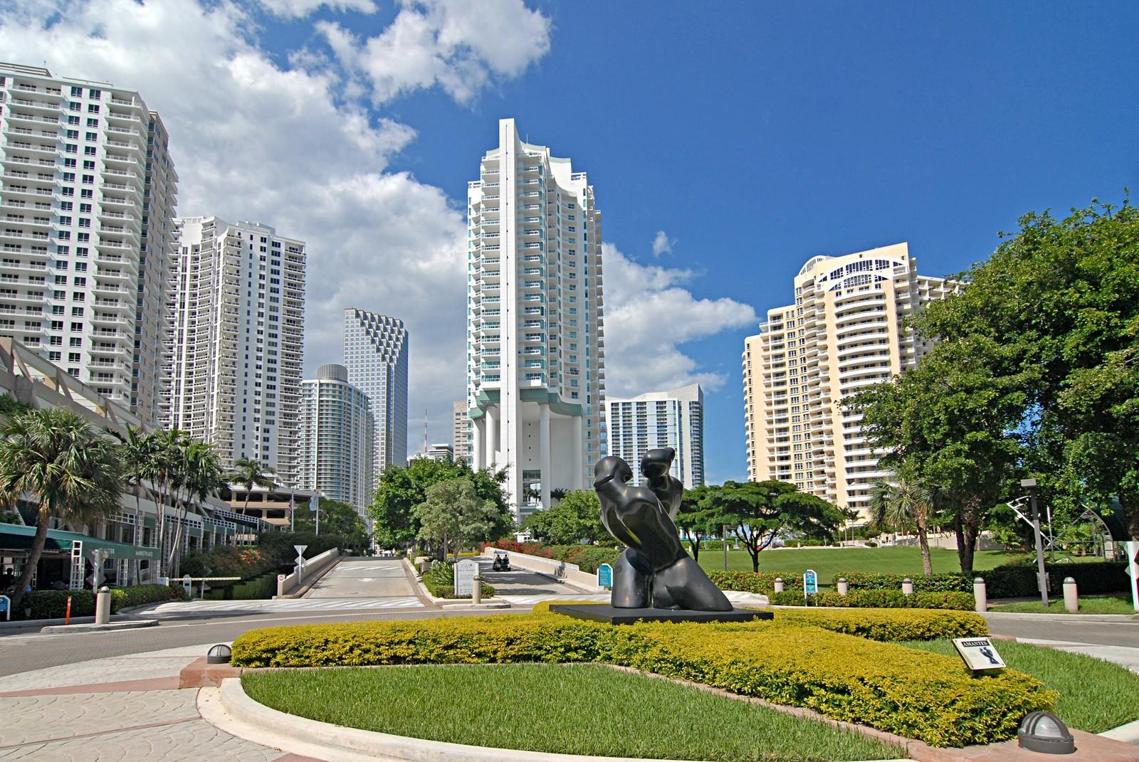 Real Estate Photography - 900 Brickell Key Blvd, Apt 3004, Miami, FL, 33131 - Island View