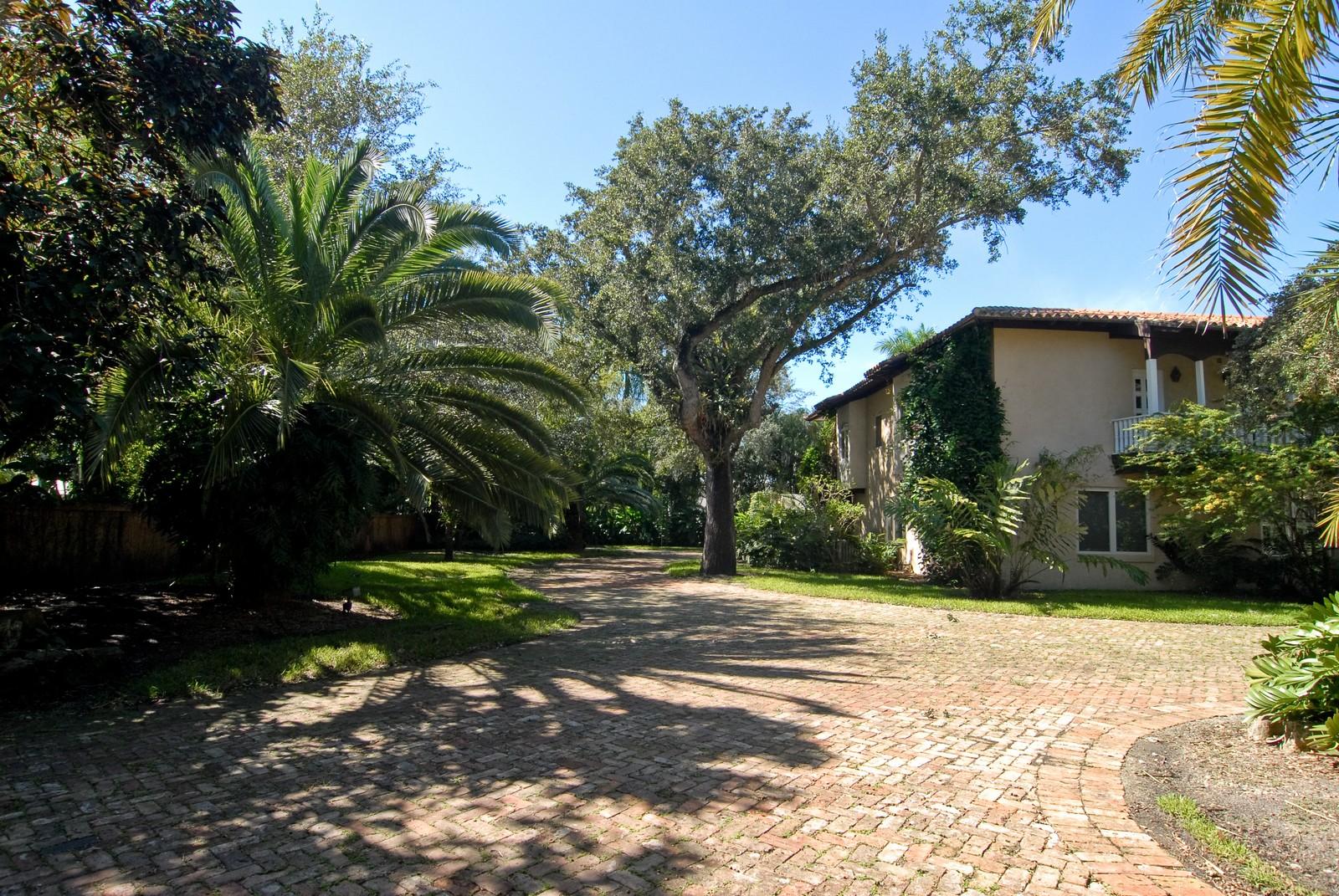 Real Estate Photography - 4845 Davis Rd, Miami, FL, 33143 - Driveway