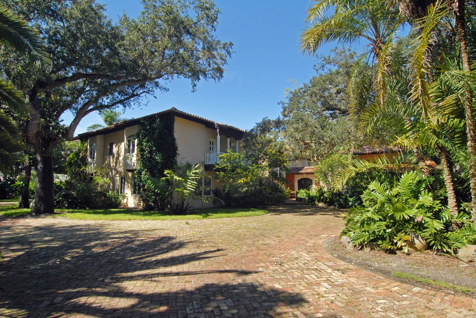 Real Estate Photography - 4845 Davis Rd, Miami, FL, 33143 - Front View