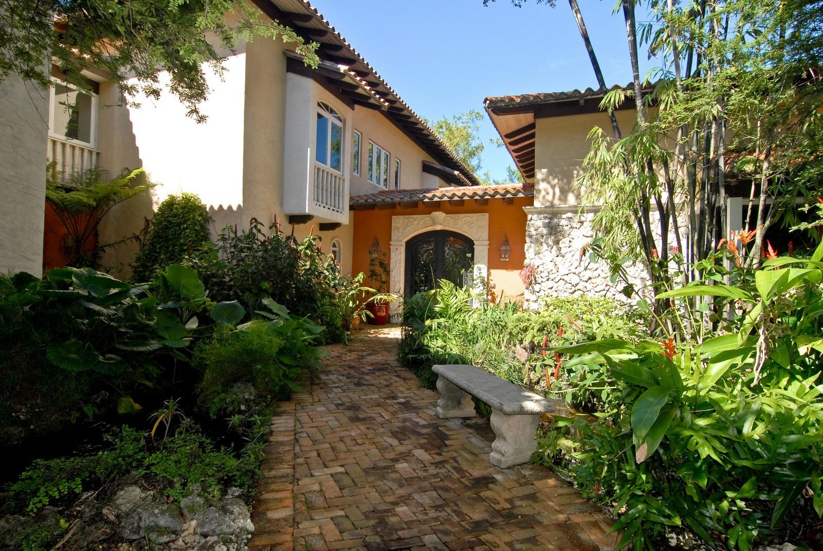 Real Estate Photography - 4845 Davis Rd, Miami, FL, 33143 - Entryway