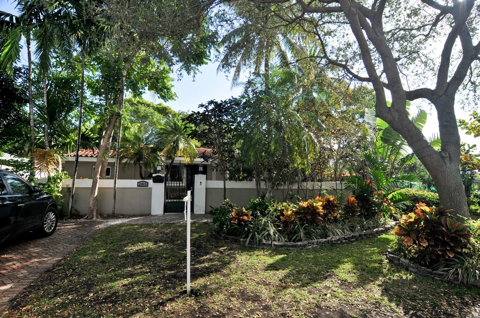 Real Estate Photography - 285 Glenrigde Rd, Key Biscayne, FL, 33149 - Front View