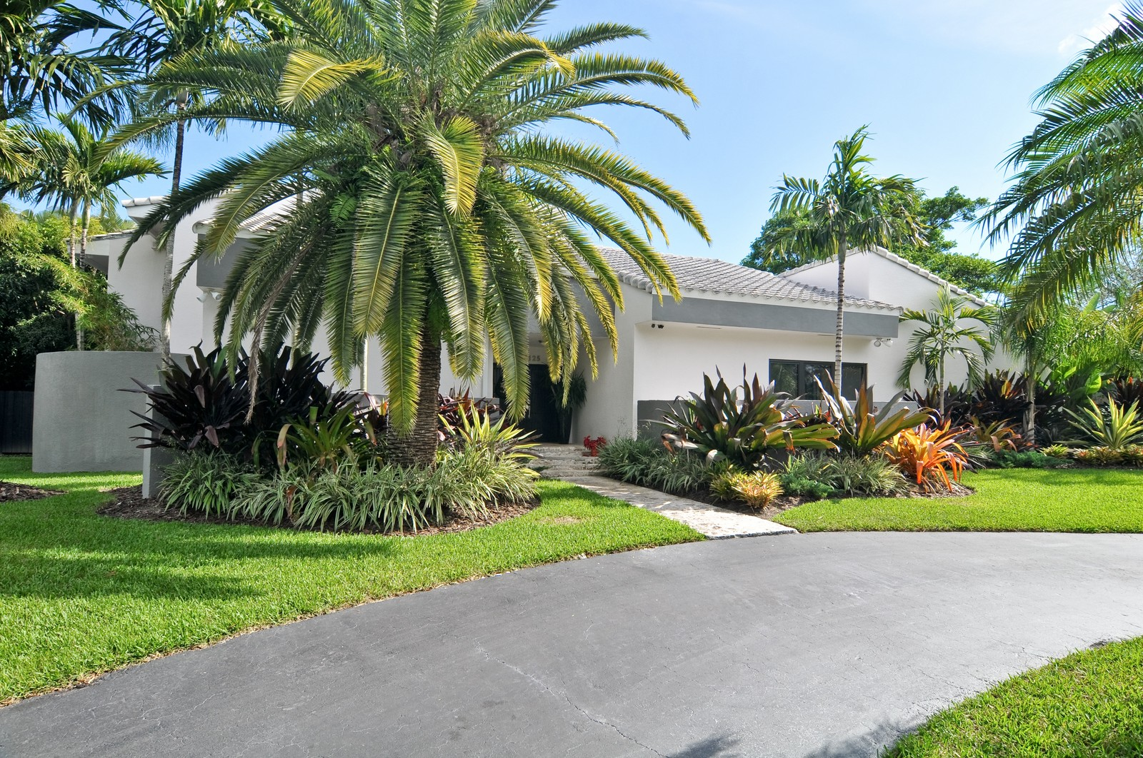 Real Estate Photography - 17125SW 80th Ct., Palmetto Bay, FL, 33157 - Front View