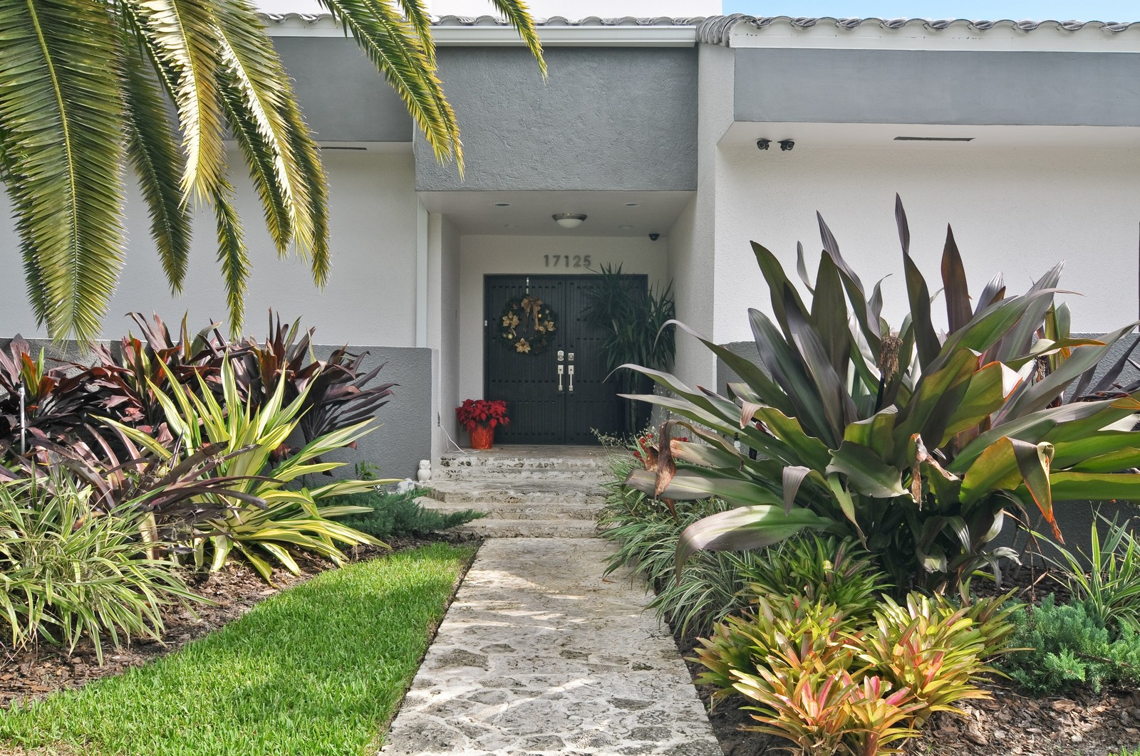 Real Estate Photography - 17125SW 80th Ct., Palmetto Bay, FL, 33157 - Entryway