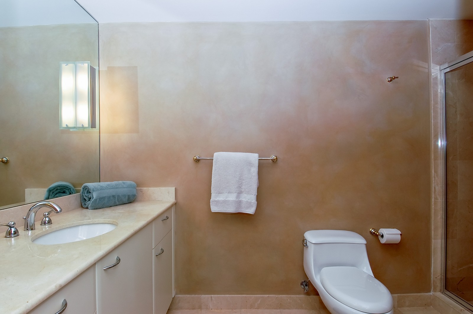 Real Estate Photography - 1600 S Ocean Blvd, Apt 802, Pompano Beach, FL, 33062 - 4th Bathroom