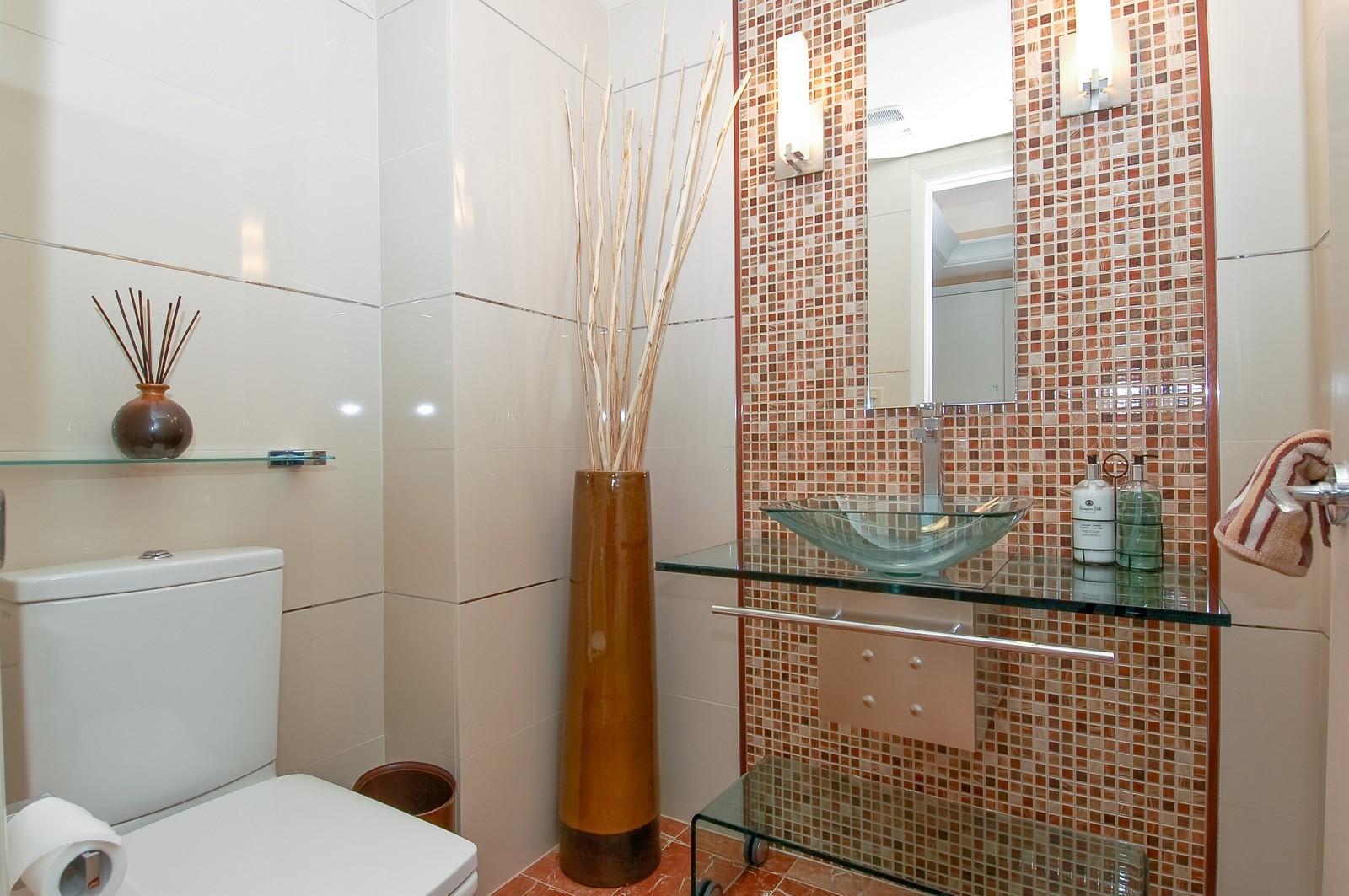 Real Estate Photography - 1600 S Ocean Blvd, Apt 802, Pompano Beach, FL, 33062 - 2nd Bathroom