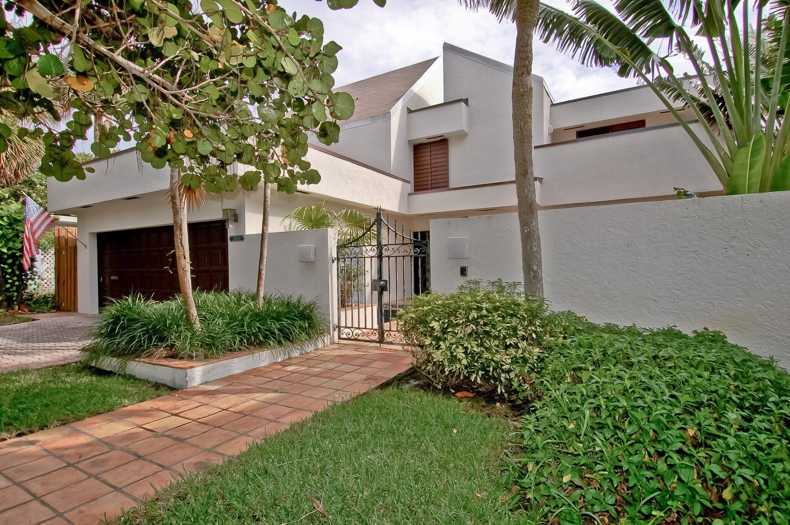 Real Estate Photography - 2004 Bay Dr, Pompano Beach, FL, 33062 - Front View