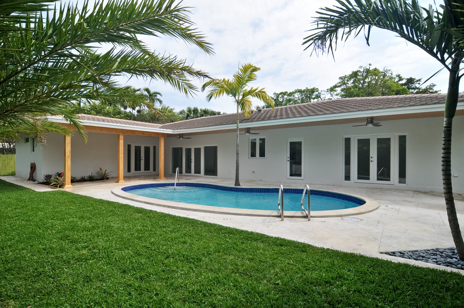 Real Estate Photography - 3645 Battersea, Miami, FL, 33133 - Back Yard