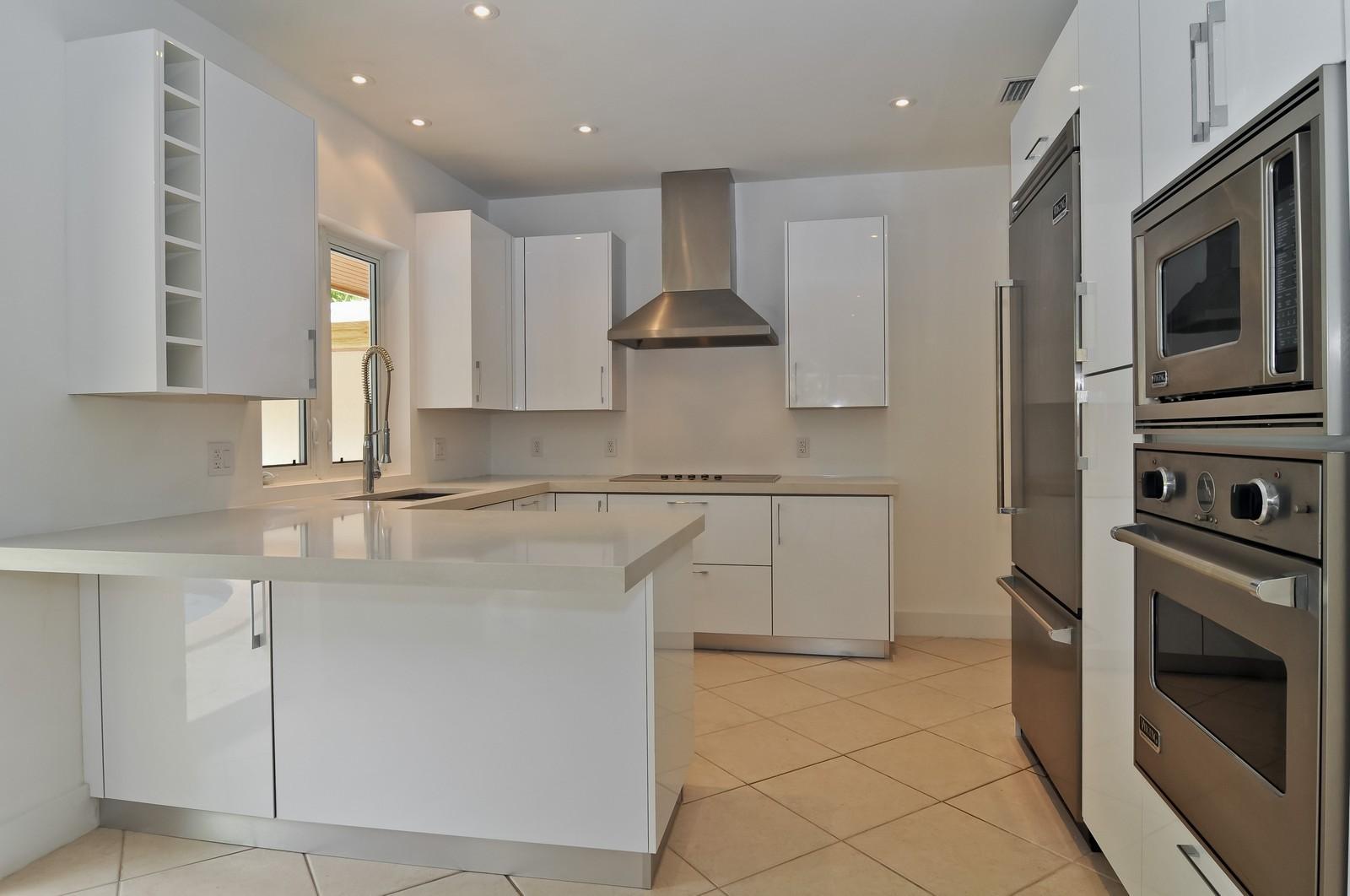 Real Estate Photography - 3645 Battersea, Miami, FL, 33133 - Kitchen