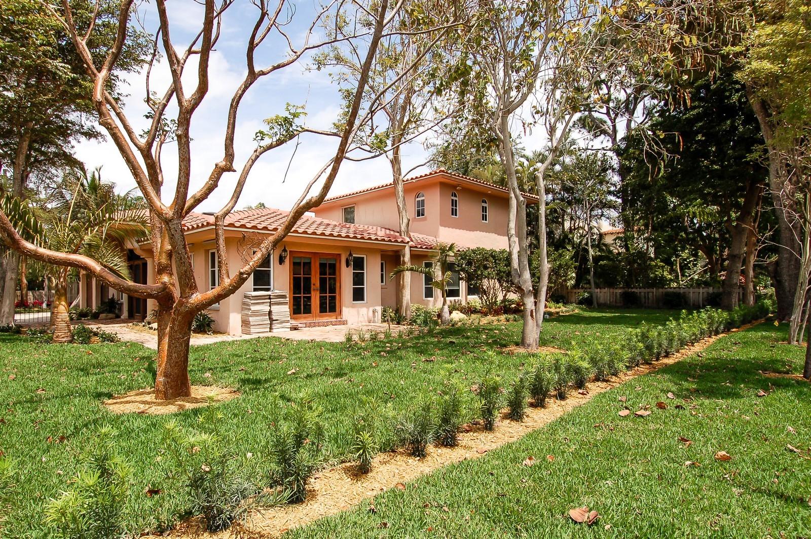 Real Estate Photography - 899 Azalea St, Boca Raton, FL, 33486 - Side Yard