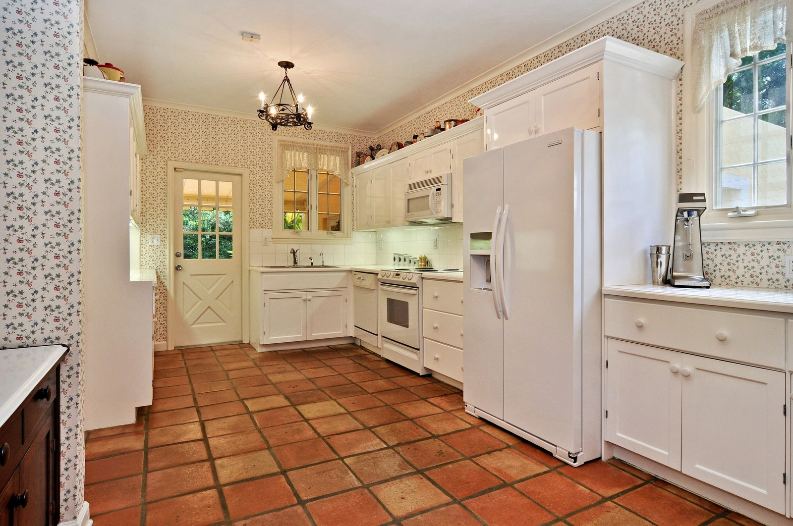 Real Estate Photography - 716 Alhambra Circle, Coral Gables, FL, 33134 - Kitchen