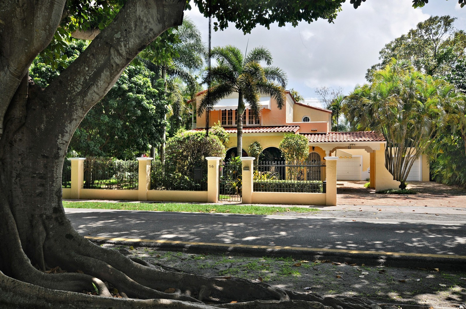 Real Estate Photography - 716 Alhambra Circle, Coral Gables, FL, 33134 - Front View