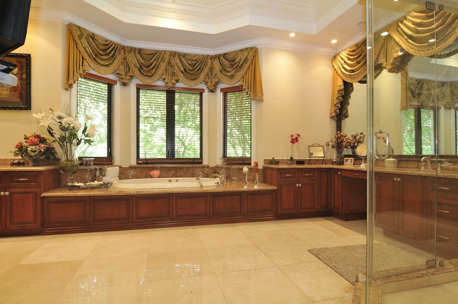 Real Estate Photography - 6270 SW 121st St, Pinecrest, FL, 33156 - Master Bathroom