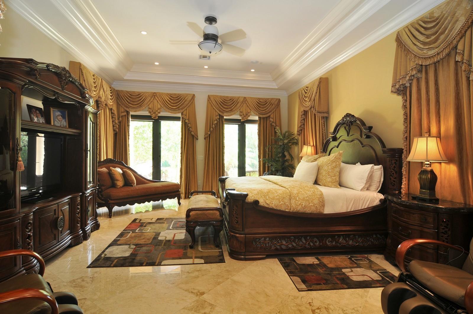 Real Estate Photography - 6270 SW 121st St, Pinecrest, FL, 33156 - Master Bedroom