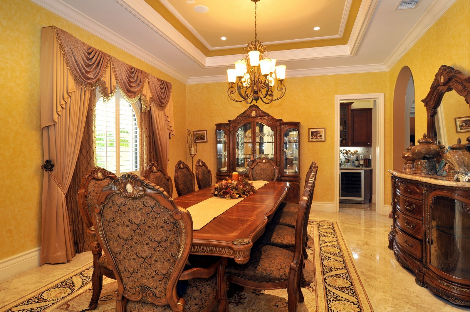 Real Estate Photography - 6270 SW 121st St, Pinecrest, FL, 33156 - Dining Room
