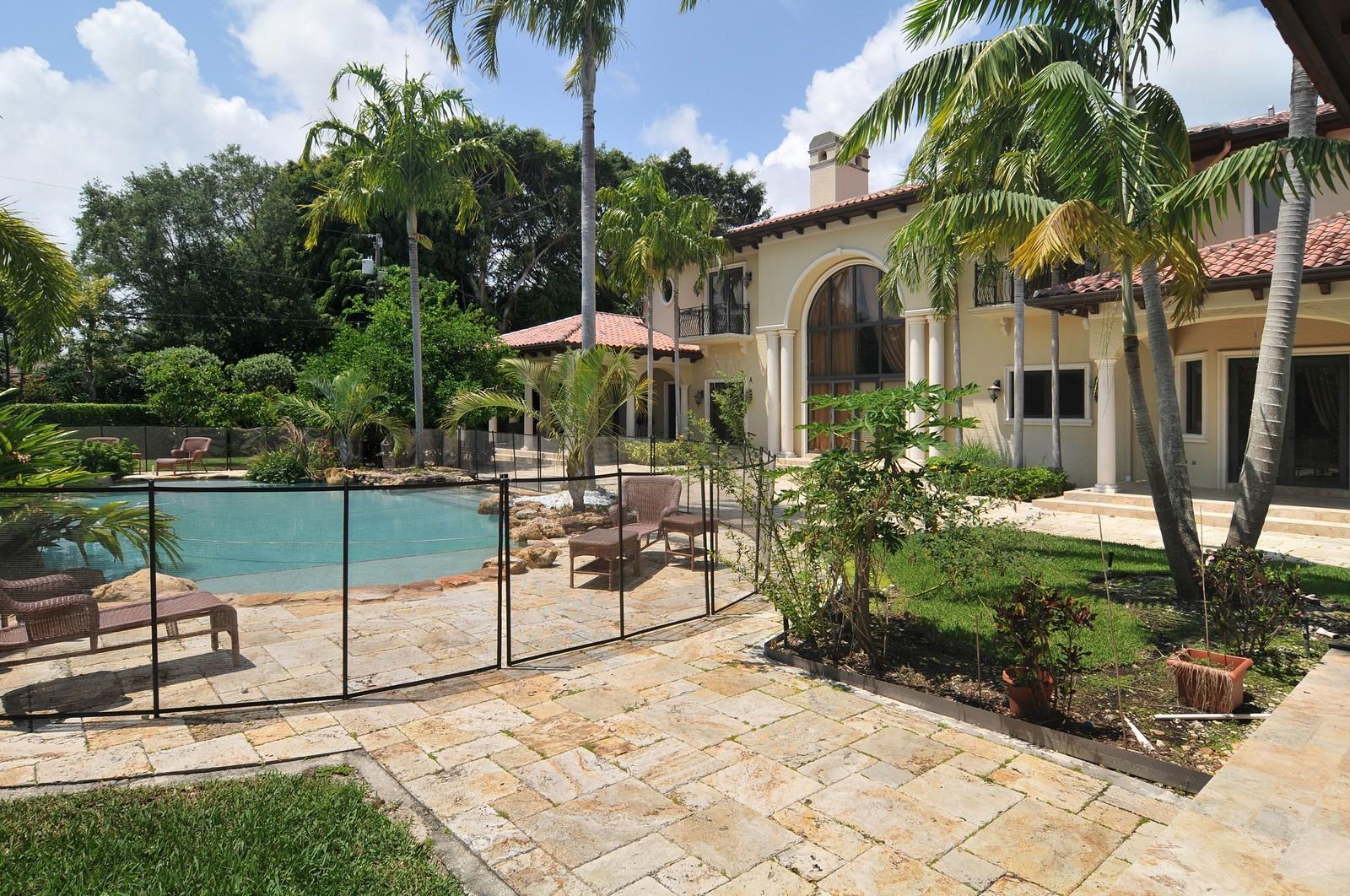 Real Estate Photography - 6270 SW 121st St, Pinecrest, FL, 33156 - Back Yard