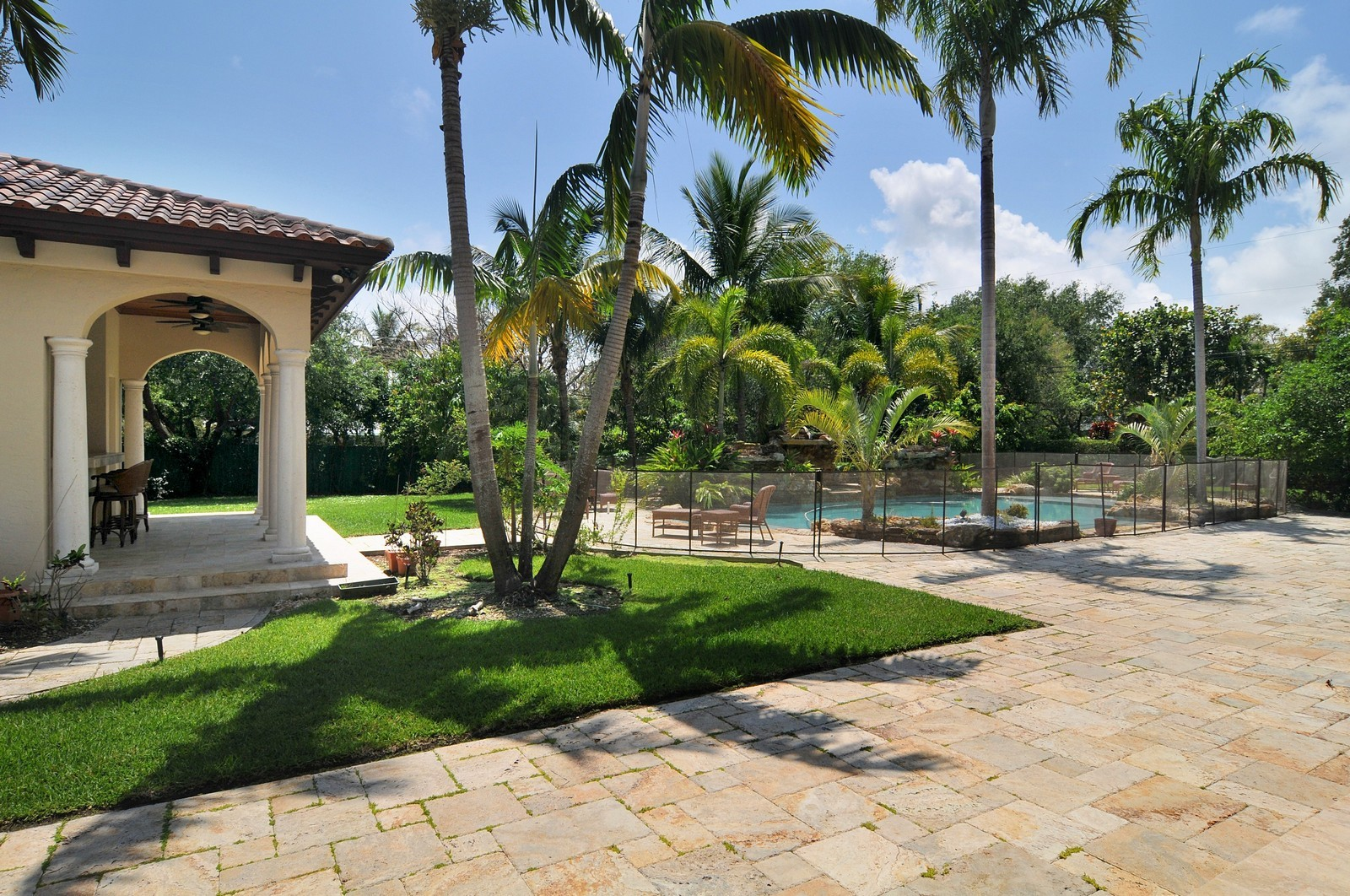 Real Estate Photography - 6270 SW 121st St, Pinecrest, FL, 33156 - Pool