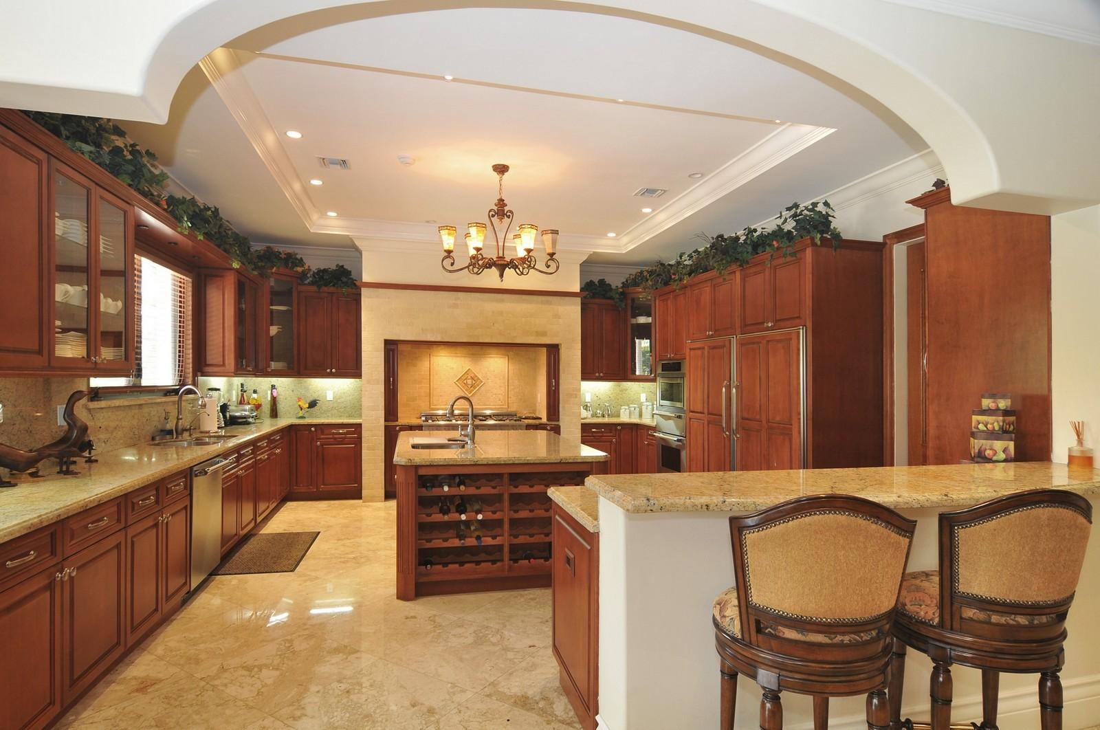 Real Estate Photography - 6270 SW 121st St, Pinecrest, FL, 33156 - Kitchen
