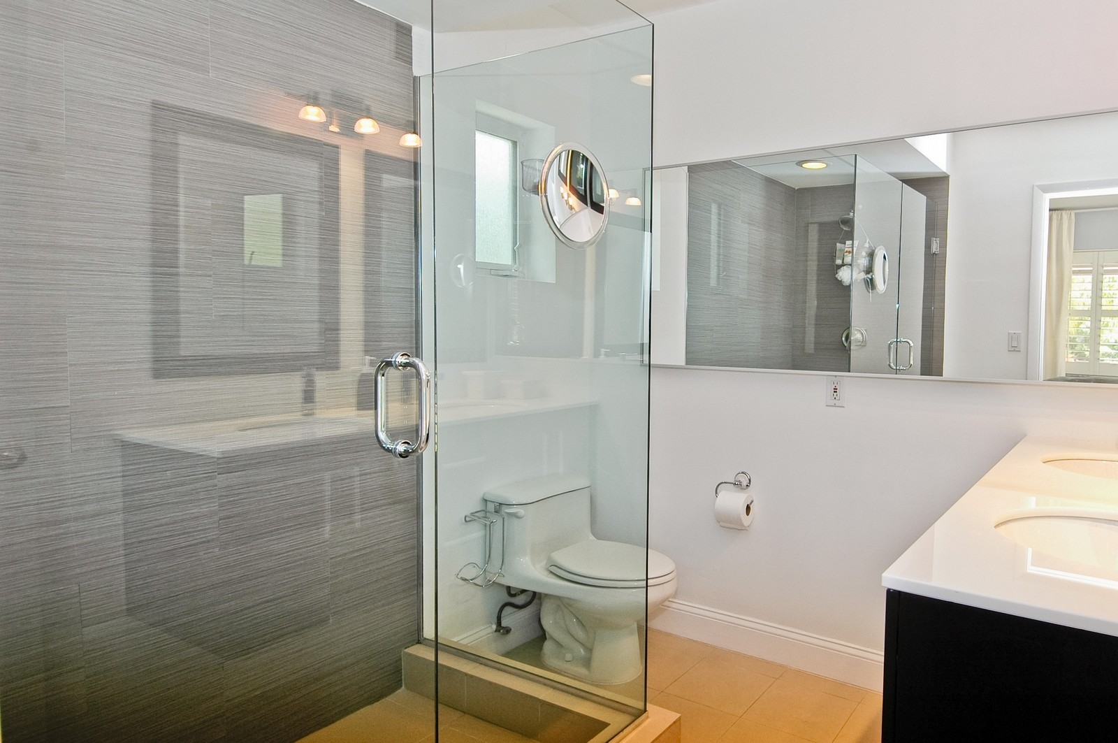 Real Estate Photography - 1500 Cleveland Rd, Miami Beach, FL, 33141 - Master Bathroom