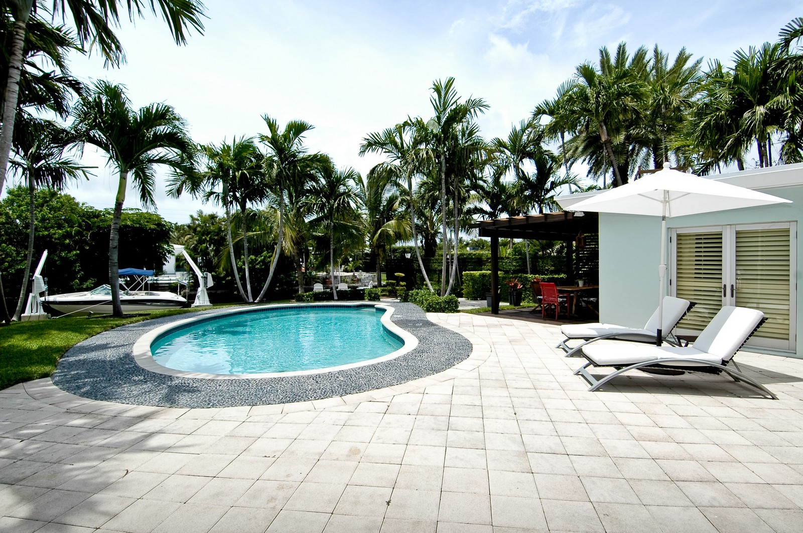 Real Estate Photography - 1500 Cleveland Rd, Miami Beach, FL, 33141 - Back Yard