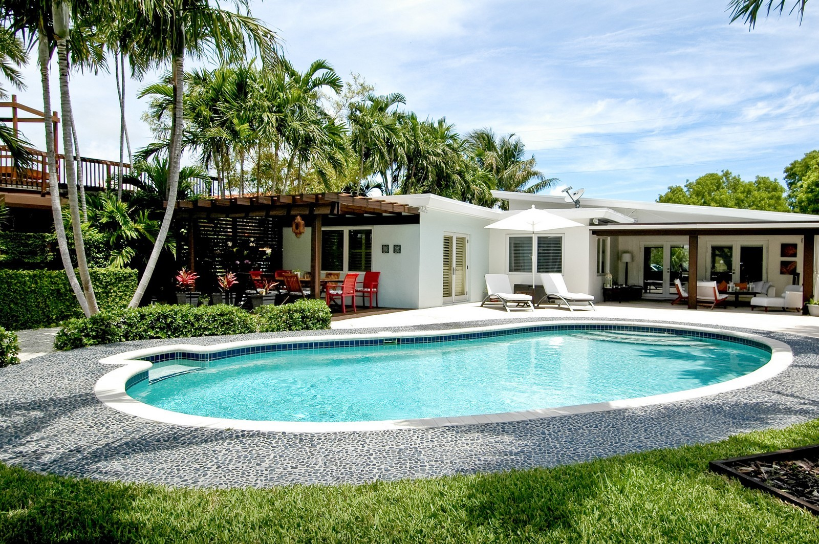 Real Estate Photography - 1500 Cleveland Rd, Miami Beach, FL, 33141 - Pool