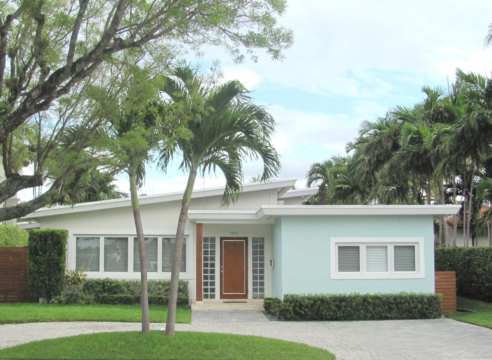 Real Estate Photography - 1500 Cleveland Rd, Miami Beach, FL, 33141 - Front View