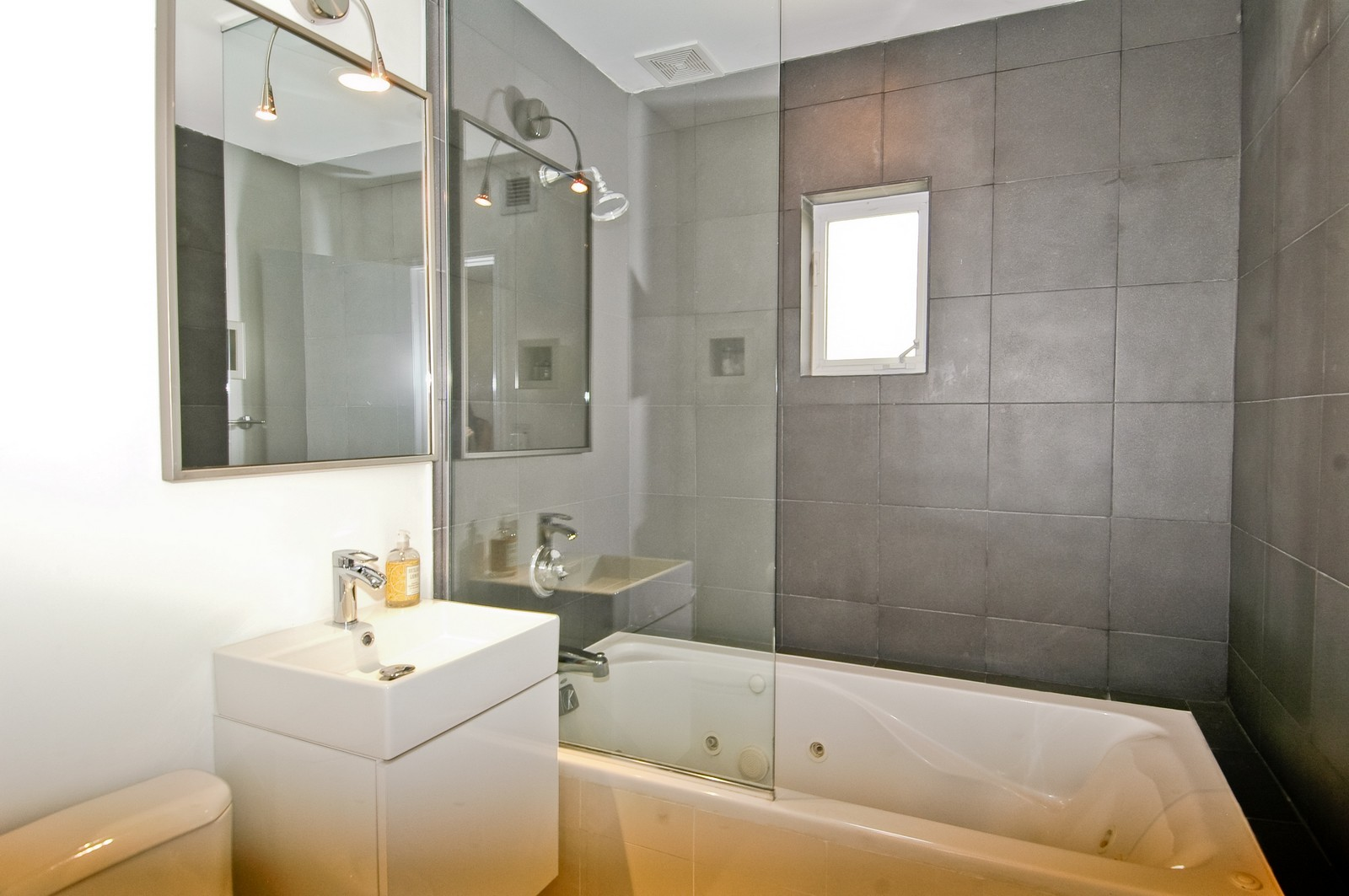 Real Estate Photography - 1500 Cleveland Rd, Miami Beach, FL, 33141 - Bathroom