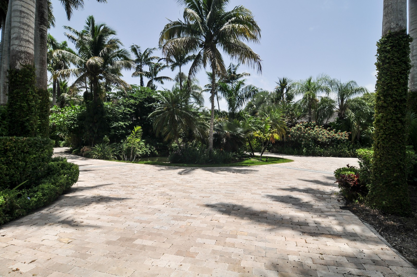 Real Estate Photography - 14200 Farmer Rd, Palmetto Bay, FL, 33158 - Praver Driveway to front entrance