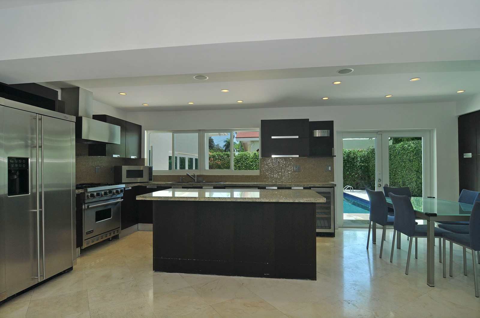 Real Estate Photography - 3711 Sheridan Ave, Miami Beach, FL, 33140 - Kitchen / Breakfast Room