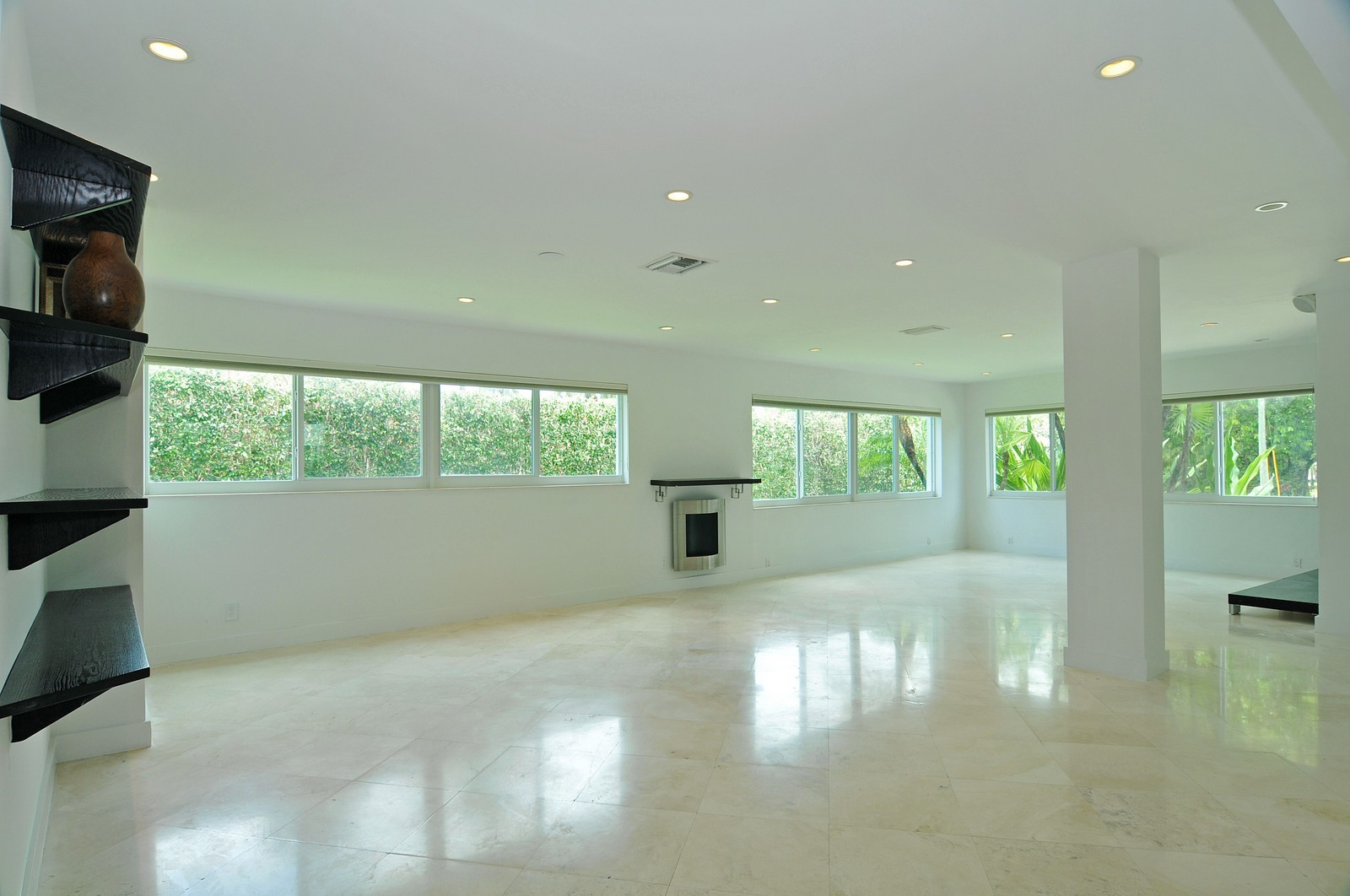 Real Estate Photography - 3711 Sheridan Ave, Miami Beach, FL, 33140 - Great Room