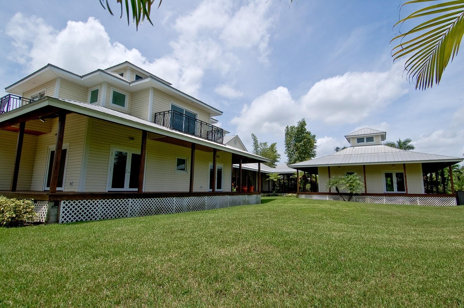 Real Estate Photography - 12800 SW 33RD DRIVE, DAVIE, FL, 33330 - Back Yard