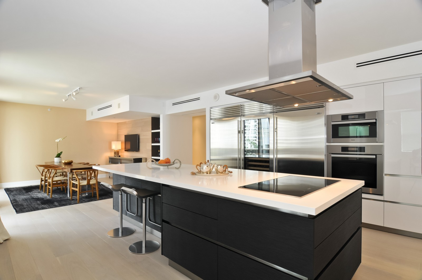 Real Estate Photography - 5801 Collins Ave, Unit 500, Miami Beach, FL, 33140 - Kitchen / Breakfast Room