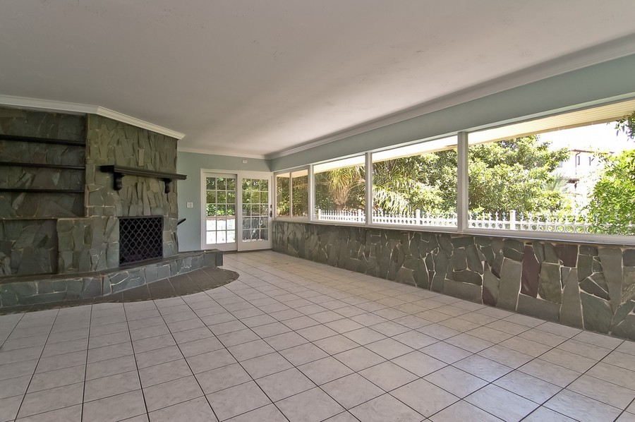 Real Estate Photography - 1903 Bay Dr, Pompano Beach, FL, 33062 - Living Room