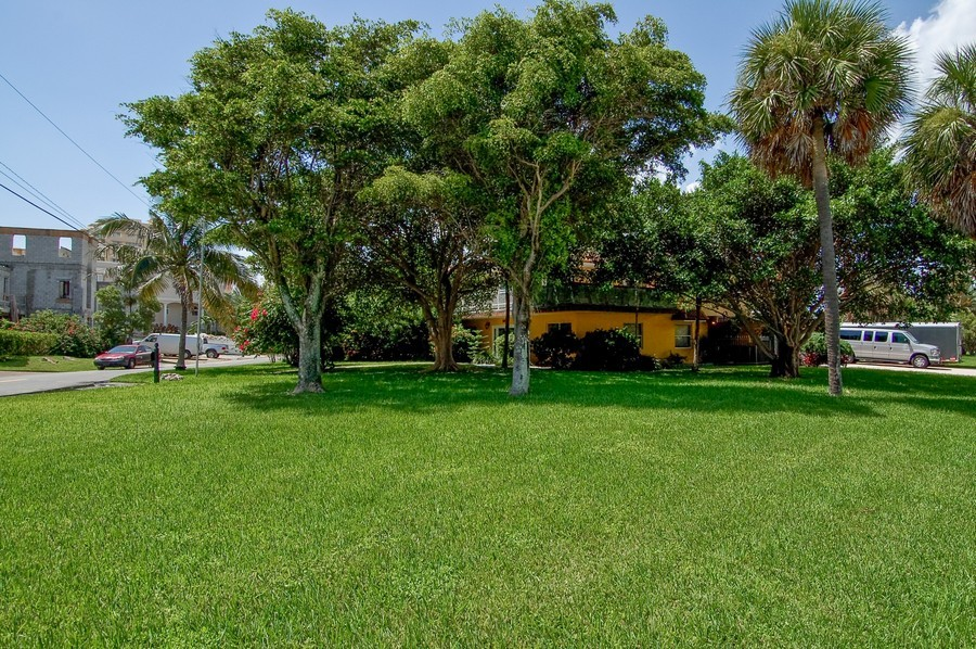 Real Estate Photography - 1903 Bay Dr, Pompano Beach, FL, 33062 - Front Yard