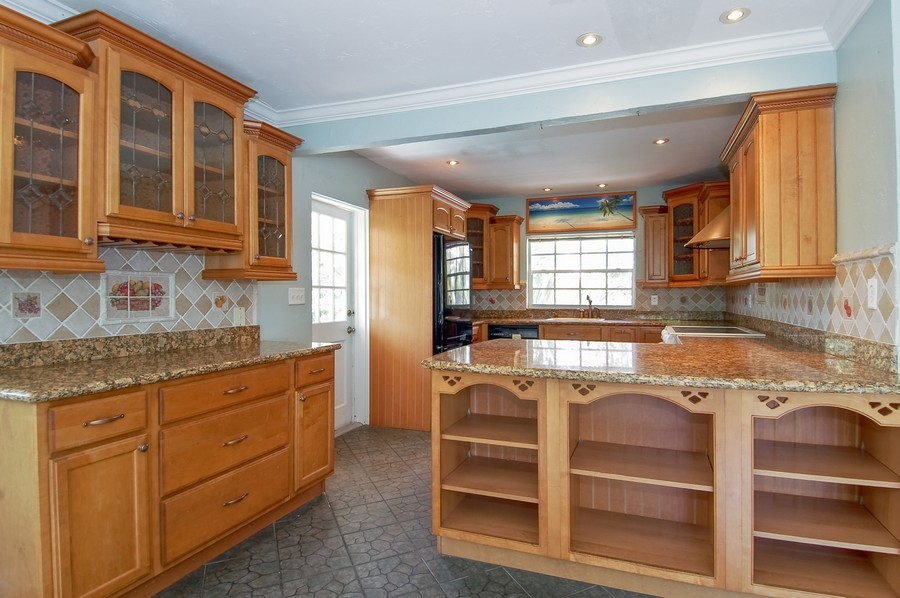 Real Estate Photography - 1903 Bay Dr, Pompano Beach, FL, 33062 - Kitchen