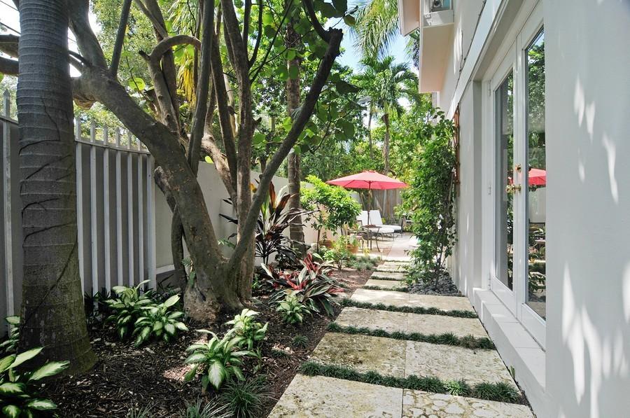Real Estate Photography - 3015 Orange St, Miami, FL, 33133 - Garden