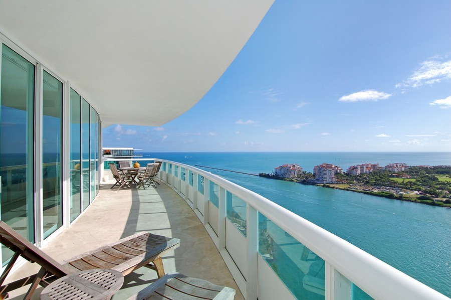 Real Estate Photography - 1000 S Pointe Drive, #2802, Miami Beach, FL, 33139 - Sunset Terrace