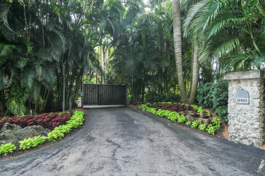 Real Estate Photography - 18900 sw 232th St., Miami, FL, 33170 - Entryway