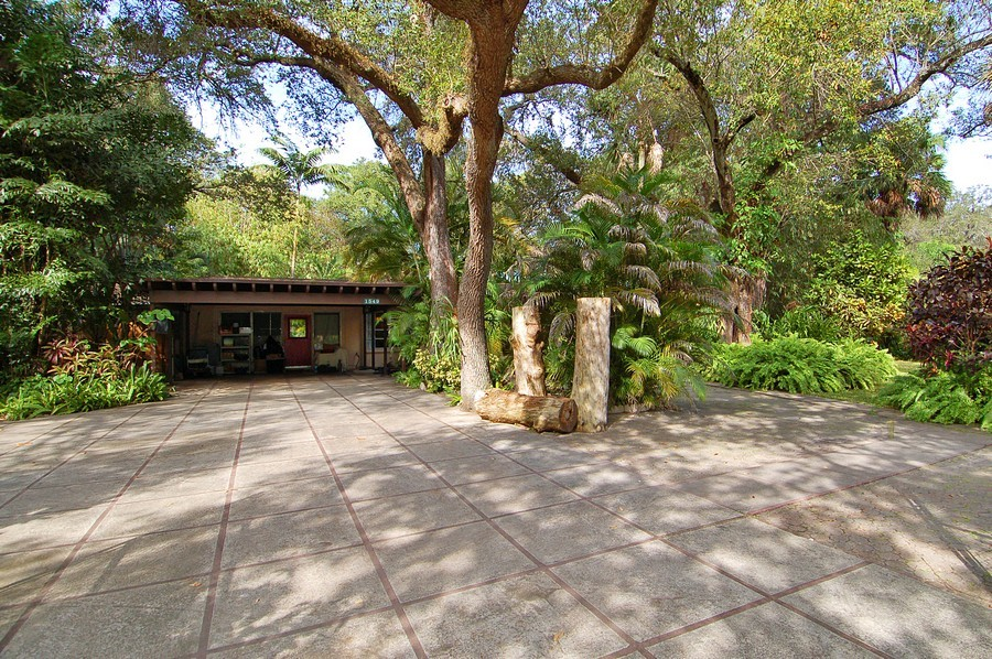 Real Estate Photography - 1549 SW 30 Pl, Ft Laud, FL, 33315 - Front View