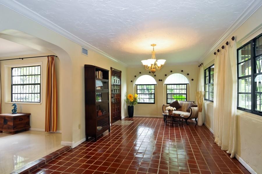 Real Estate Photography - 4174 Alton Rd, Miami Beach, FL, 33140 - Foyer/Living Room