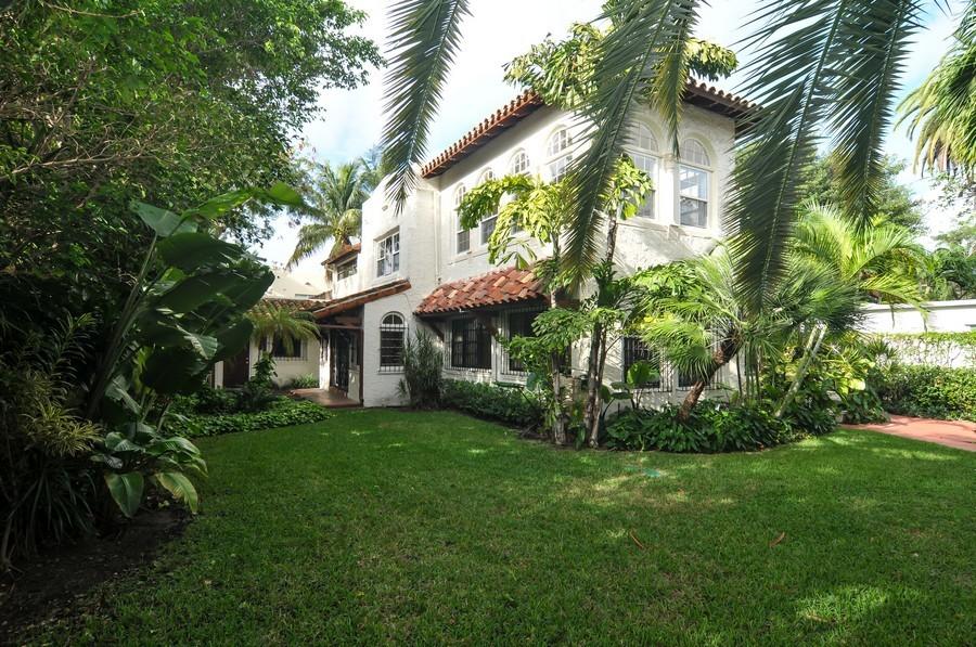 Real Estate Photography - 4174 Alton Rd, Miami Beach, FL, 33140 - Side Yard
