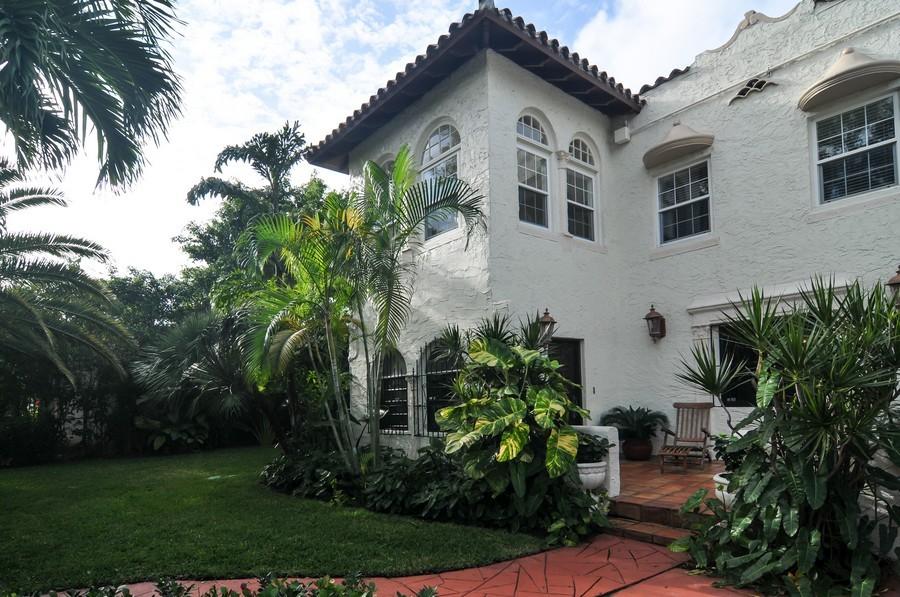 Real Estate Photography - 4174 Alton Rd, Miami Beach, FL, 33140 - Front View