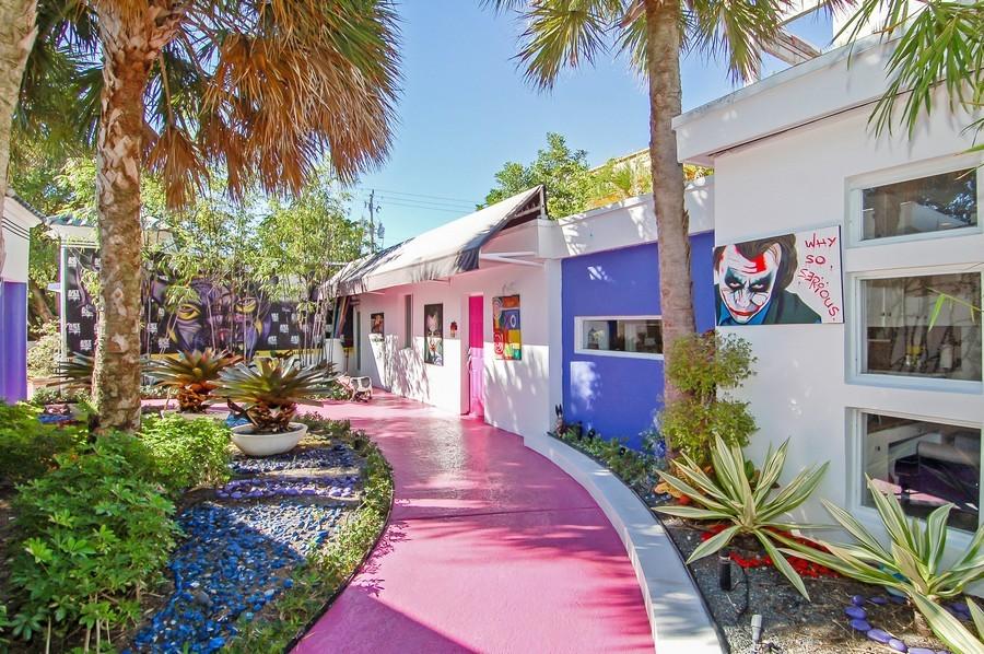Real Estate Photography - 5777 Pinetree Drive, Miami Beach, FL, 33140 - Courtyard